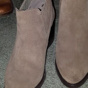 Steve madden bootie (6.5) taupe